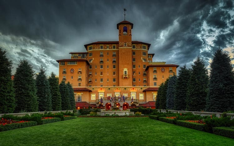 The front of the Broadmoor Hotel