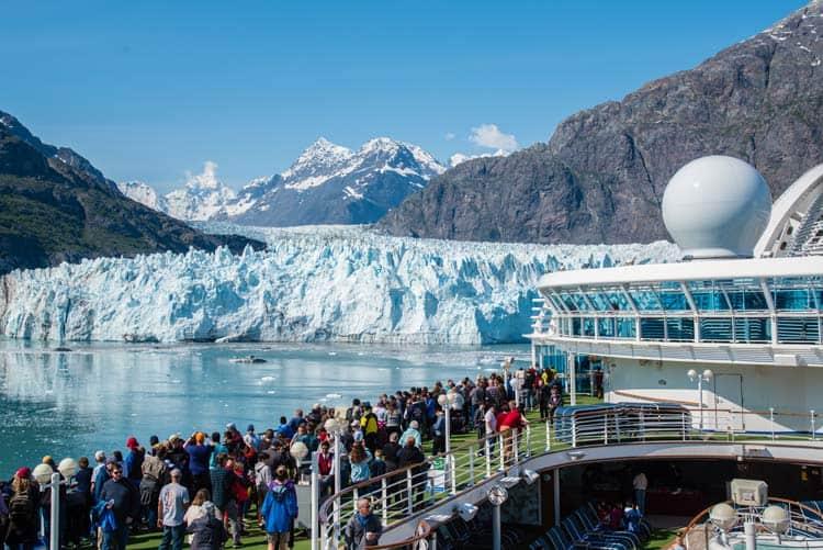 Glacier adventure cruise in Alaska